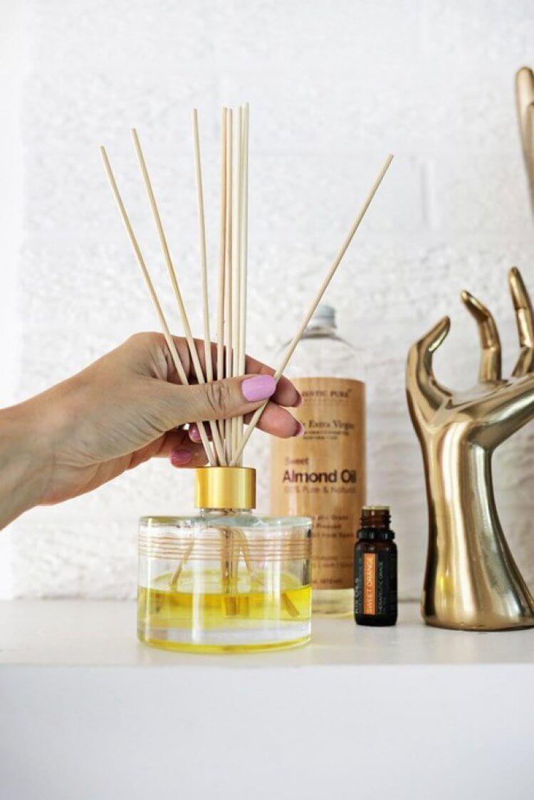 Kai aromatas išnyks, tiesiog apverskite lazdeles aukštyn kojom ir vėl prasidės aromato terapija. Ir taip toliau, kol aliejus išgaruos. Malonus, ekologiškas ir netgi ekonomiškas.