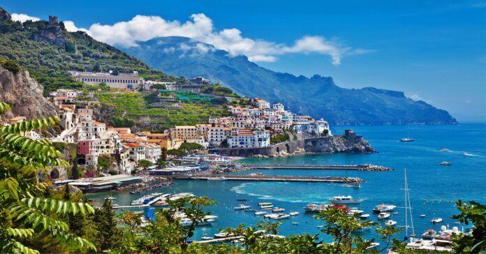Amalfis- nuostabiausių saulėlydžių ir nerealios architektūros miestas!