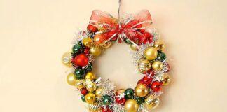 Kalėdinis vainikas: sužinokite, kaip jį pasidaryti iš vielinės pakabos