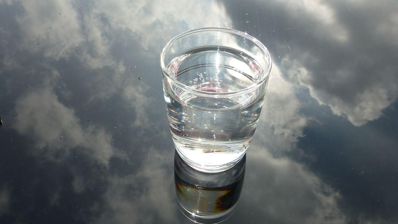 stiklinės vandens
