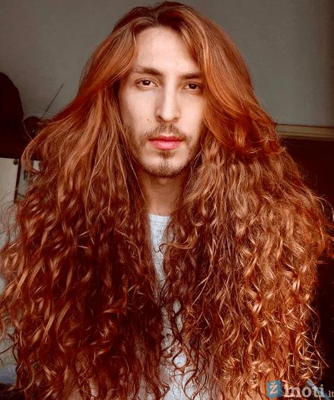 vyrai ilgais plaukais