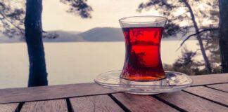 Gydytojai rekomenduoja nepiktnaudžiauti arbata pandemijos metu