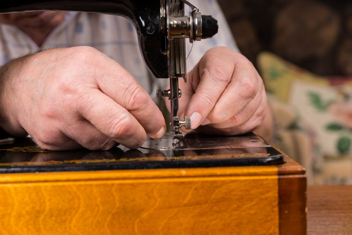 pradžia darbas su siuvimo mašina)