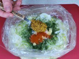 Marinuotos cukinijos maišelyje. Greitas ir labai skanus patiekalas!