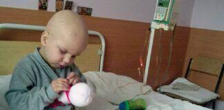 4 metų berniukas ligoninėje siuvo žaislus, kad užsidirbtų pinigų leukemijos gydymui