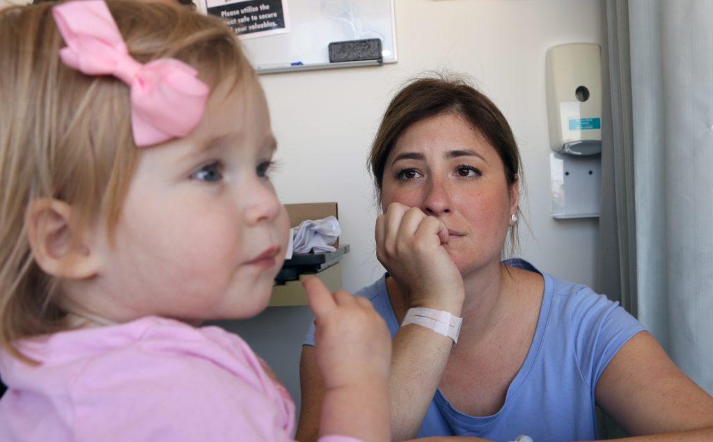 Sunku net patikėti, kuo serga ši 1-erių metukų mergytė!