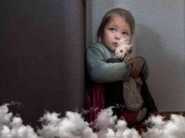 Šeima įsivaikino du vaikus, bet po keturių metų apleido berniuką