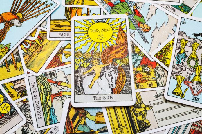 Taro kortų prognozė spalio mėnesiui. Kas jūsų laukia?
