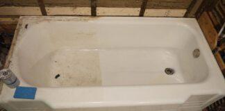 Patikrinti būdai, kaip valyti ir balinti seną vonią namuose esančiomis priemonėmis