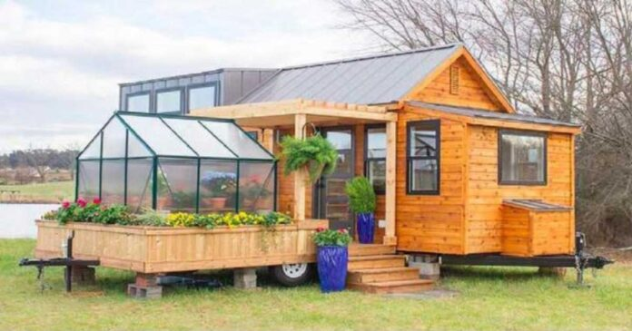 Šis mažas ir ankštas namelis turi visus patogumus geram gyvenimui