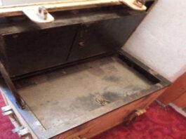 Moteris tetos namuose rado skrynią, kurioje buvo šeimos paslaptys