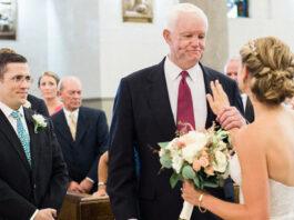 Visiškai nepažįstamas vyras vedė nuotaką prie altoriaus. Priežastis sujaudins!