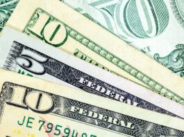 US doleris pinigai