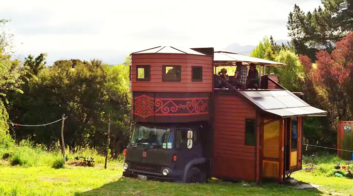 namelis ant ratų