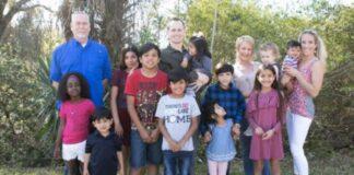 Šeima norėjo įsivaikinti 8 vaikus. Tada gavo šokiruojančią naujieną iš jų biologinės mamos!