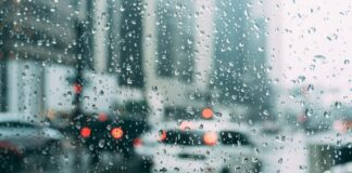 kelias lietus gatvė