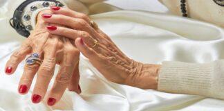 Kokia prasmė moteriai po 60 metų darytis manikiūrą?