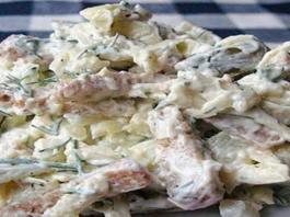 Sūrio salotos su skrebučiais. Labai paprasta ir skanu!