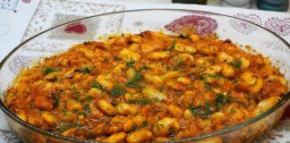 Tradicinis graikiškas receptas: pupelės keptos pomidorų padaže