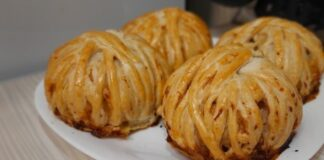 Originalūs sluoksniuotos tešlos pyragėliai su vištiena. Tik pažiūrėkite, kokie gražūs ir skanūs!