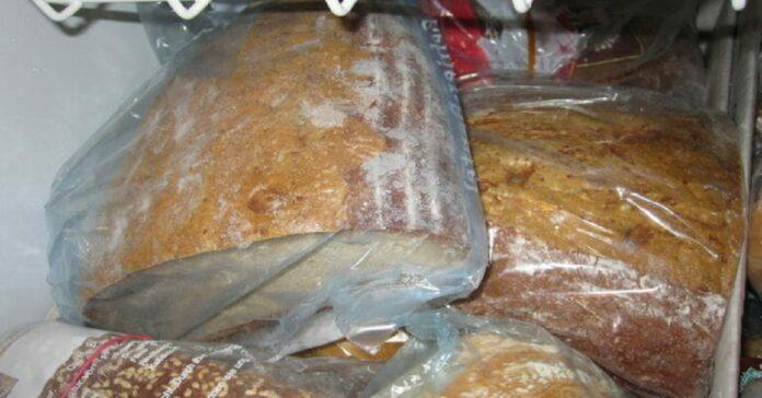 Kaip užšaldyti duoną, kad vėliau ji išsaugotų savo minkštumą ir šviežumą?