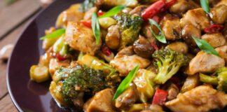 Švelni vištiena su grybais ir brokoliais, česnakiniame padaže