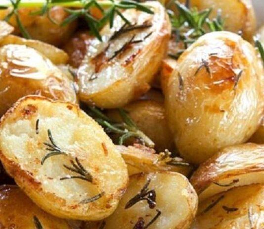 Šviežios keptos bulvės. Jos patiekiamos visose šventėse