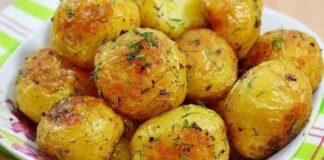 Keptos bulvės su aromatinėmis žolelėmis ir česnaku. Skaniausias patiekalas!