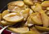 Pyragas su keptais obuoliais. Neįprastas receptas jūsų dėmesiui